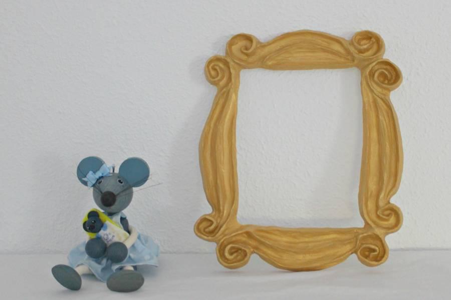 Serie F.R.I.E.N.D.S. Frame Monica\'s door peephole. Buy yours here!!